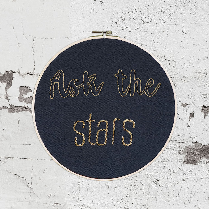 Numero 74 - Hoop Quote Ask the stars - Dark Grey-Antique Gold - D120