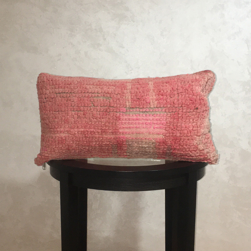 "Vintage Moroccan Wool Pillow, Berber Wool Cushion Cover Pale Pink 11""x22"" - Moroccan Interior"