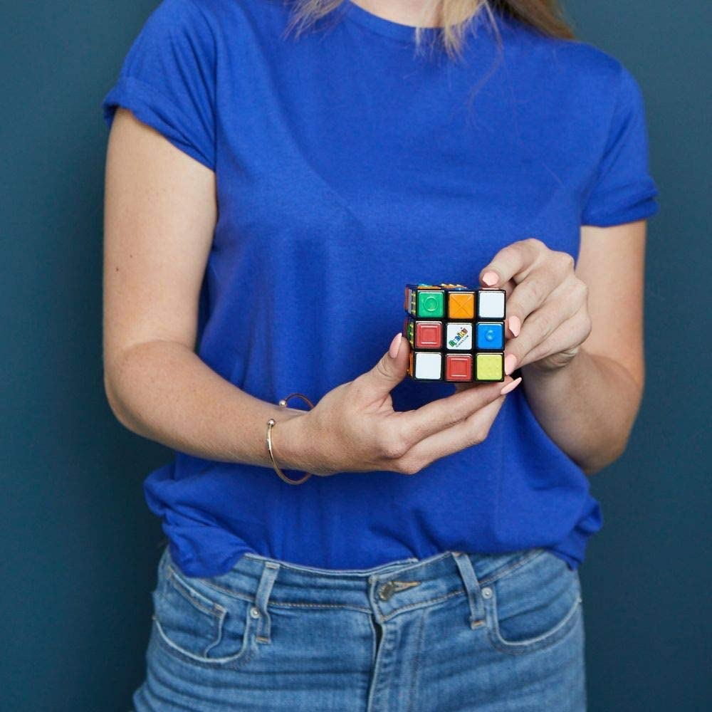 Solving a Rubik's Touch Cube using both hands