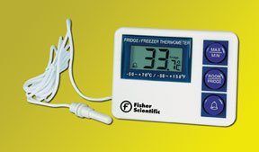 Digital Refrigerator / Freezer Thermometer with Alarm Fisherbrand™ Fahrenheit / Celsius -58° to +158°F (-50° to +70°C) External Probe Flip-out Stand / Wall Mount Battery Operated