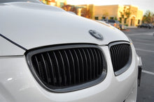 Load image into Gallery viewer, BMW Carbon Fiber Front Grilles - E92 E93 3 Series / E9X M3