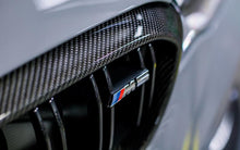 Load image into Gallery viewer, BMW F90 M5 Carbon Fiber Front Grille