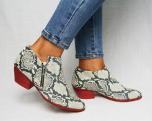 Load image into Gallery viewer, Wonders E6034 - Trendy ankle boot