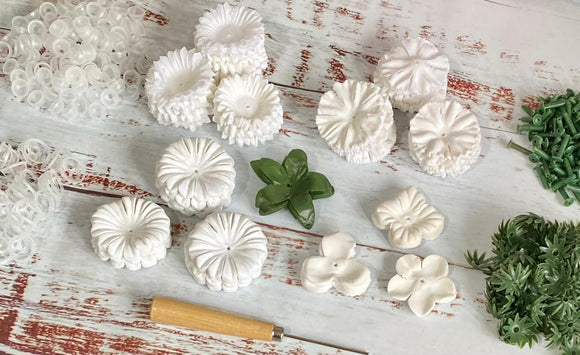 Forever Flowerz White Flower Kit makes approx 160 flowers: Q586511