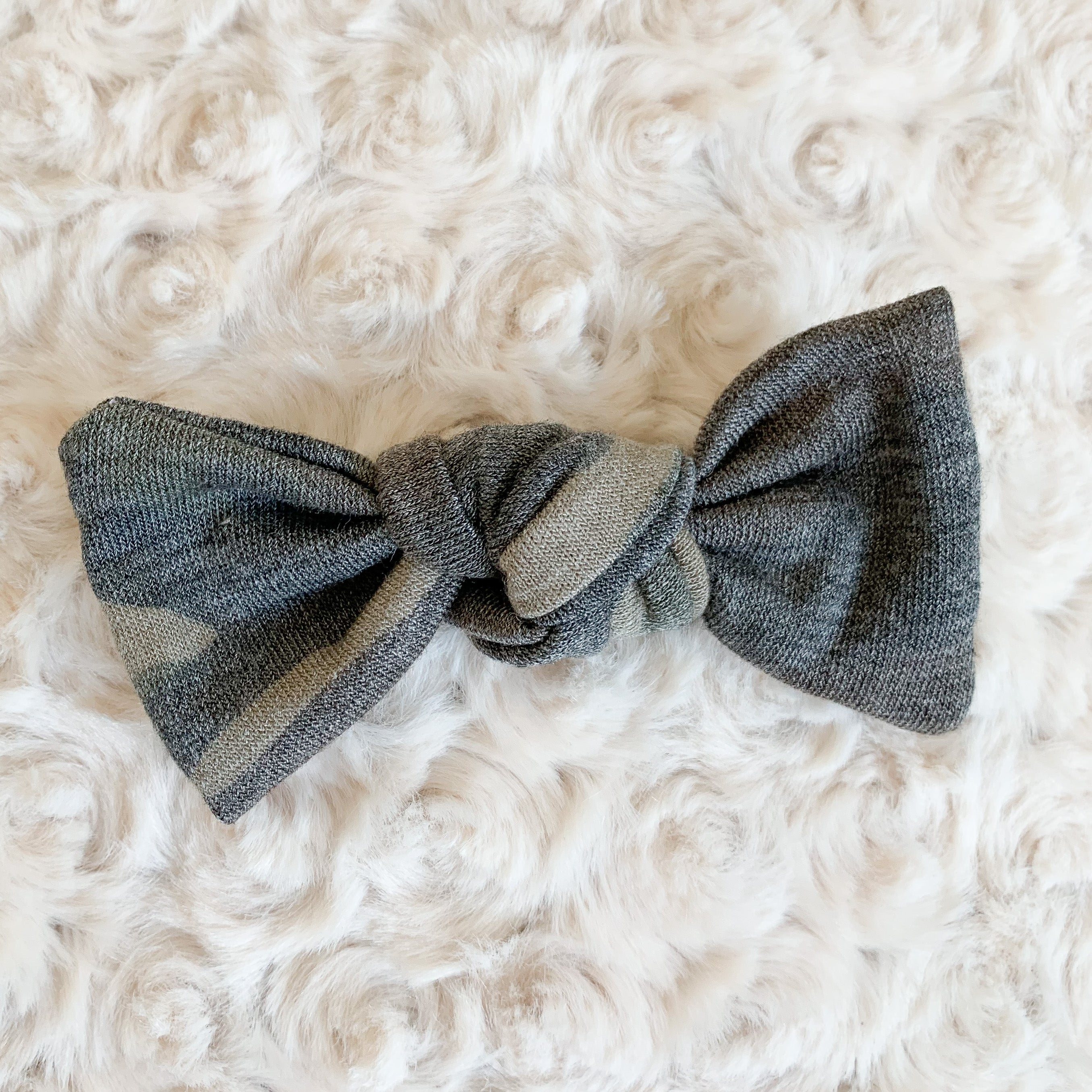 Bow: Alligator Clip Muted Camo