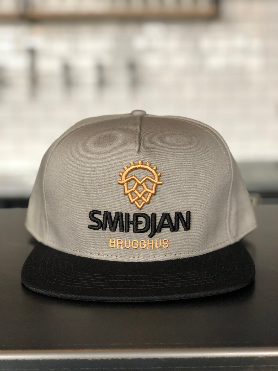 Grey and black Snapback - Smidjan Brugghus