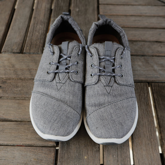 Toms Canvas Shoe | Size 8 Wide