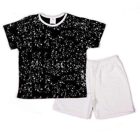 Spray printed t shirt with solid shorts
