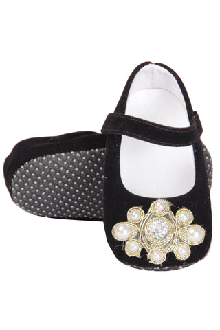 Black velvet shoes with traditional motif