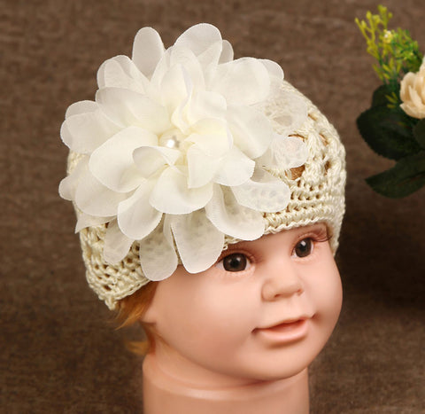 Crocheted cap with big flower - cream