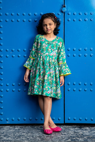 Green floral print bell sleeves dress