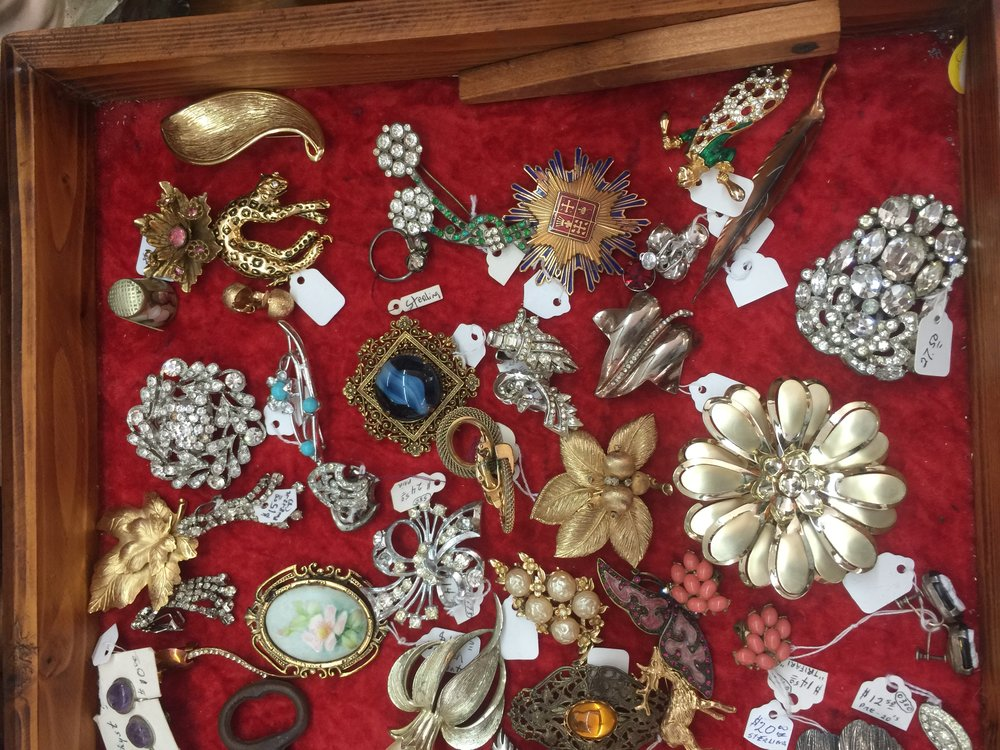 How To : Shop Estate Sale Jewelry.