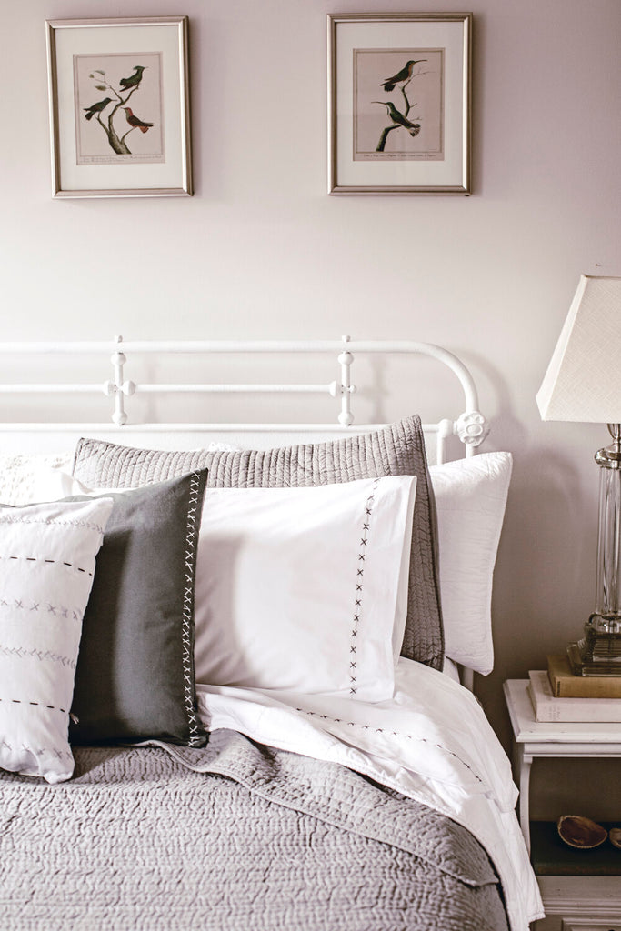 Elements to Create a Beautiful Farmhouse Bedroom.