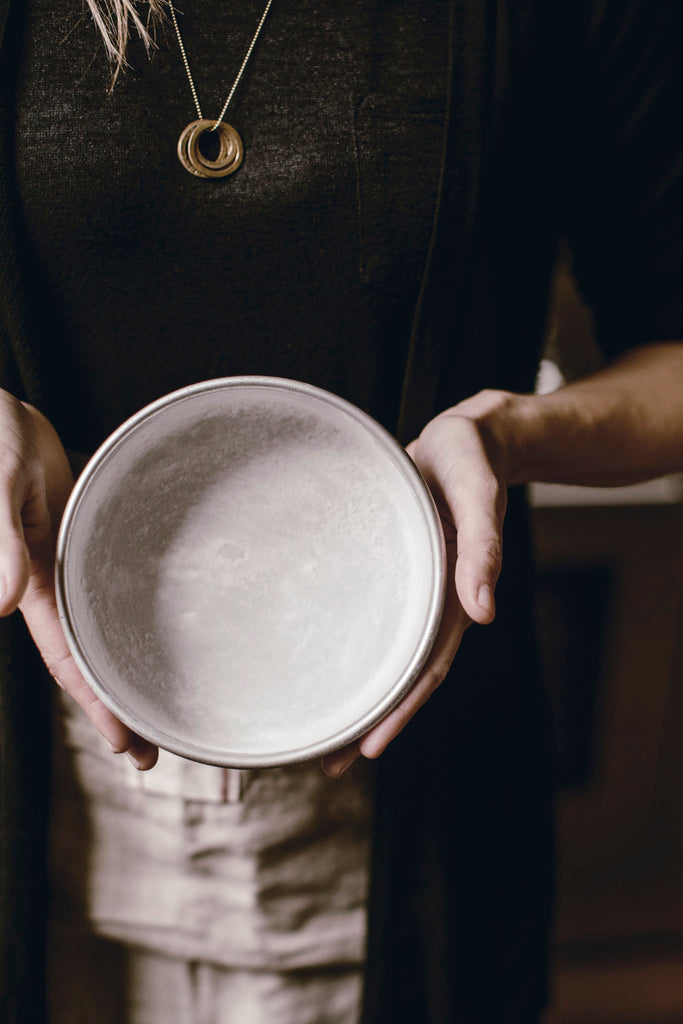 How to : Flour a Cake Pan.