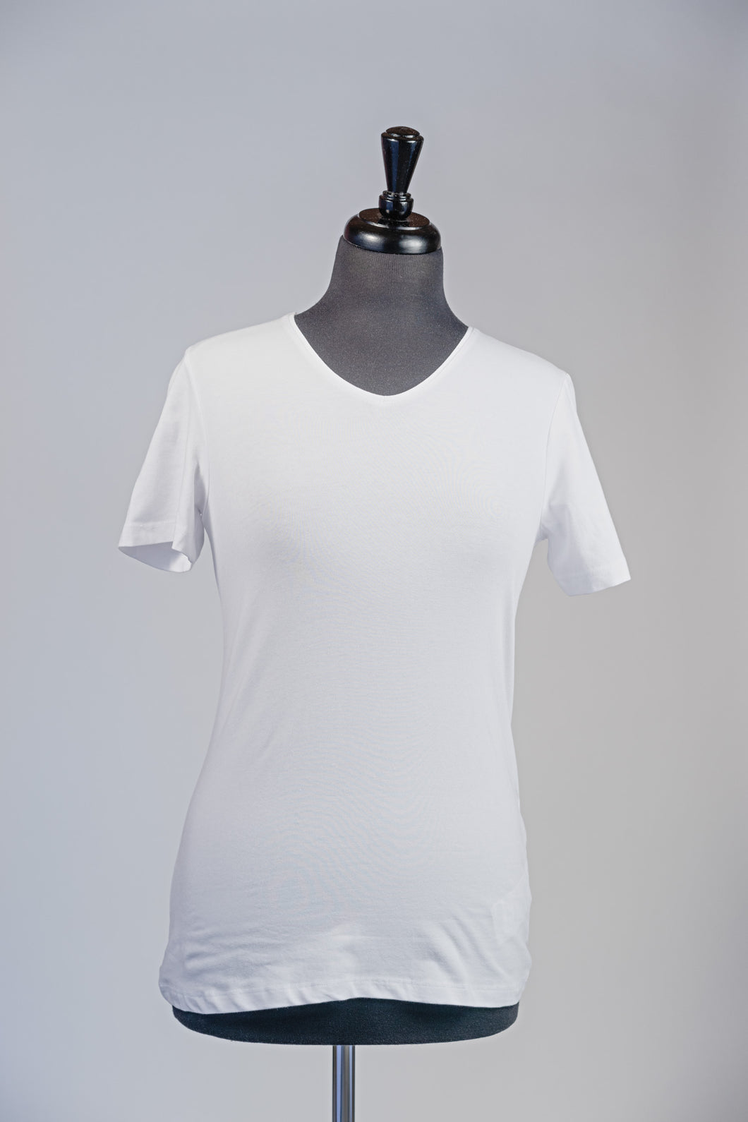Basic V-neck T-shirt- White