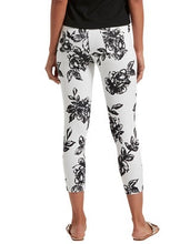 Load image into Gallery viewer, HUE Graphite Rose Denim Capri