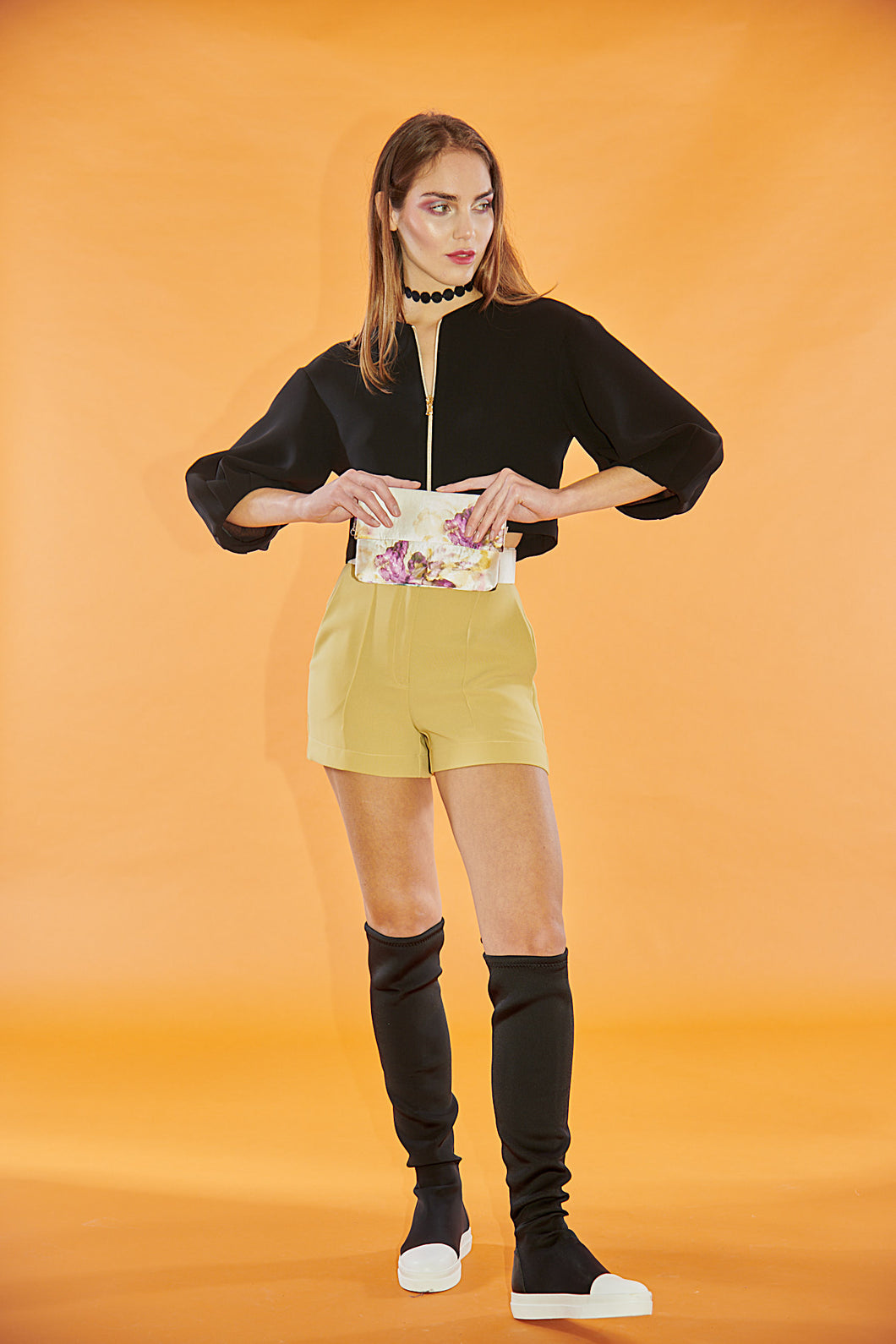 Shorts in cady giallo