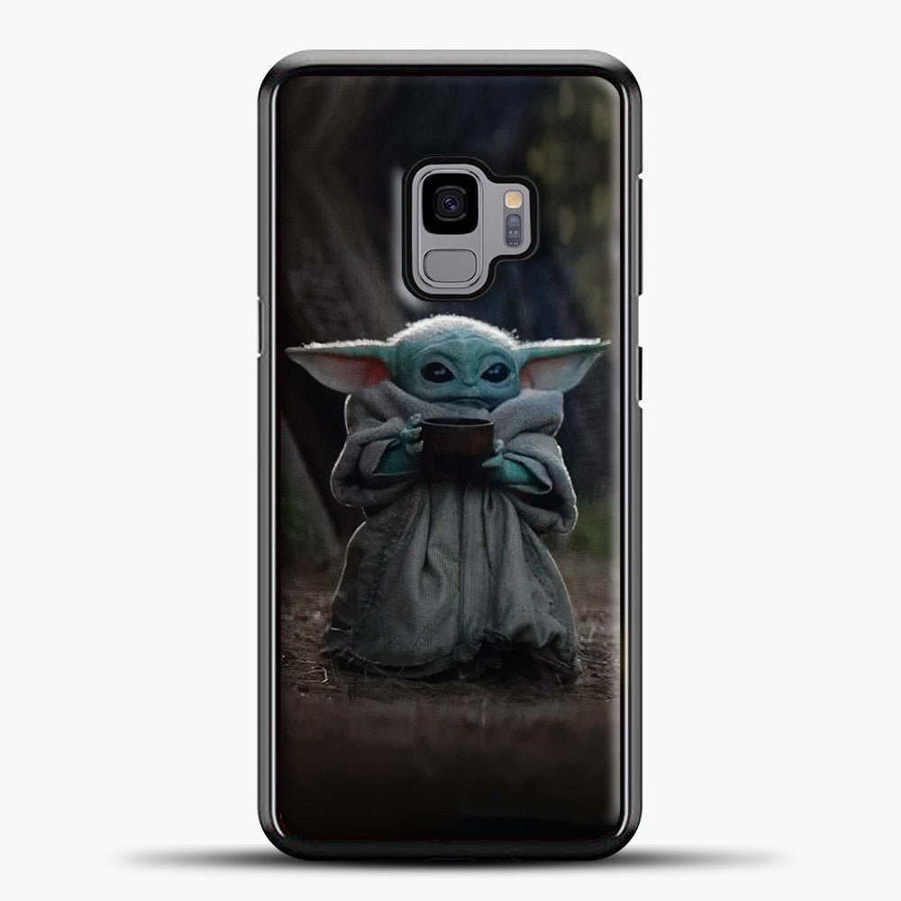 Baby Yoda Hold The Drink Samsung Galaxy S9 Case, Black Plastic Case | casedilegna.com