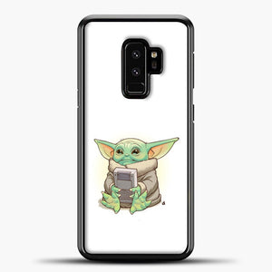 Baby Yoda Hold The Handphone Samsung Galaxy S9 Plus Case, Black Plastic Case | casedilegna.com