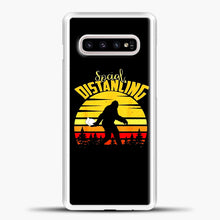 Load image into Gallery viewer, Sosial Distancing Bigfoot Samsung Galaxy S10e Case, White Plastic Case | casedilegna.com