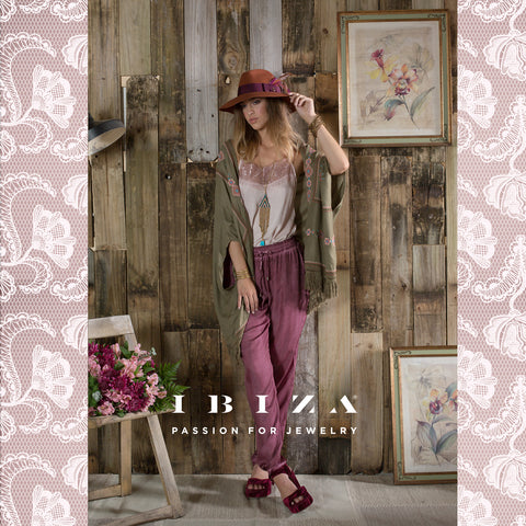 Embroidered prints laced flowers outfit fall winter season - Blog IBIZA PASSION boho chic luxe hippie style fashion