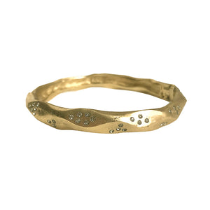 GOLD THIN WAVE IMPRESSION BANGLE