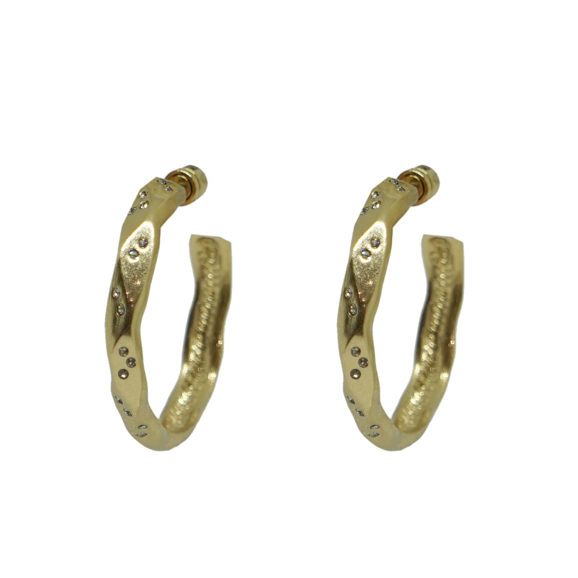 "GOLD THIN WAVE 1.5"" IMPRESSION HOOPS"