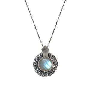 VINTAGE SILVER LABRADORITE HAMMERED CIRCULAR SHIELD NECKLACE