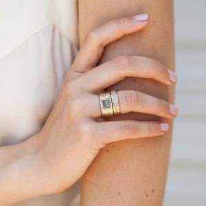 GOLD HALLER LABRADORITE & CRYSTAL HAMMERED BAND RING