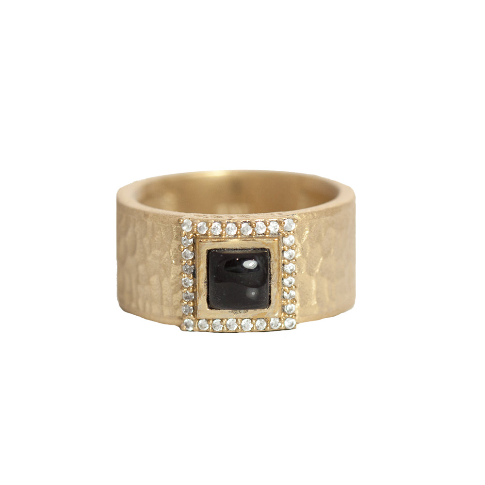 GOLD HALLER ONYX & CRYSTAL HAMMERED BAND RING