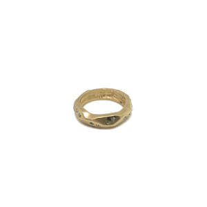 GOLD THIN WAVE IMPRESSION BAND RING