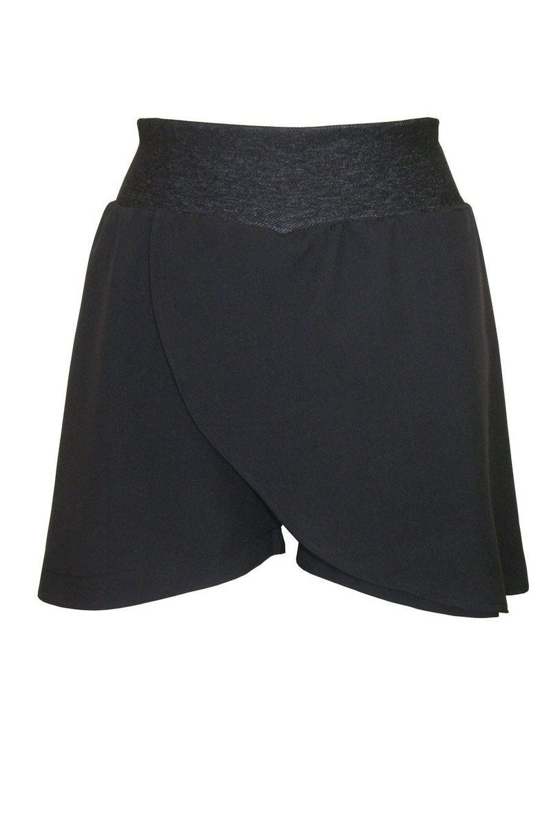 Curve Skort in Black Techno Stretch