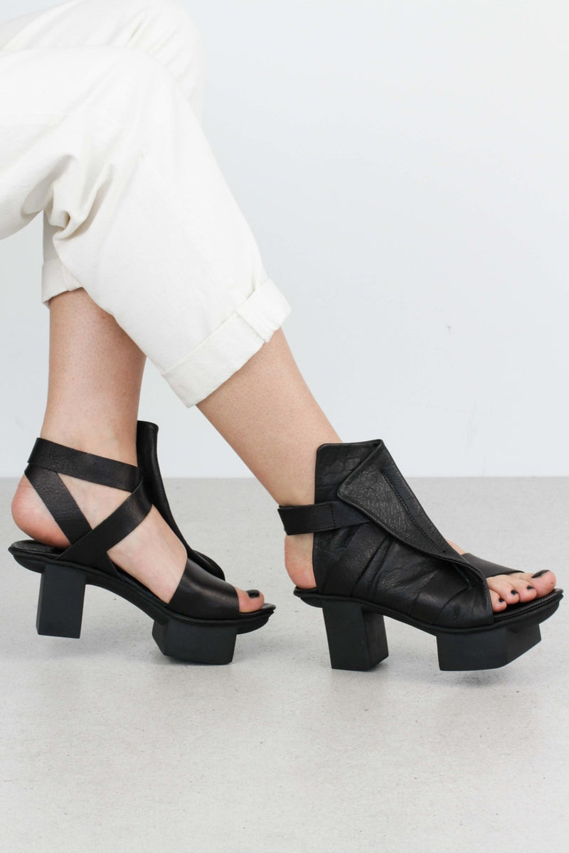 Trippen Turbo Sandal in Black