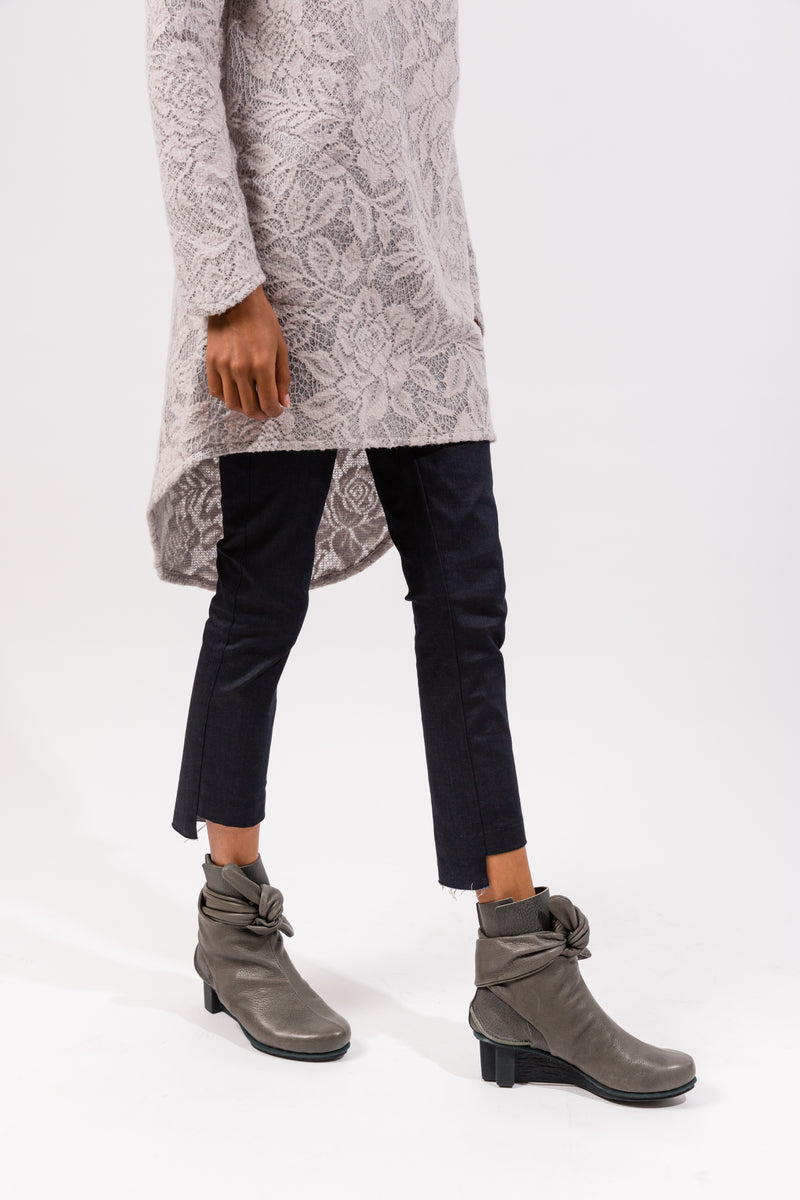Cropped Raw Denim Legging in Dark Denim