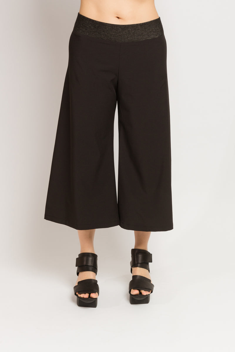 Hepburn Gaucho Pants in Techno Stretch