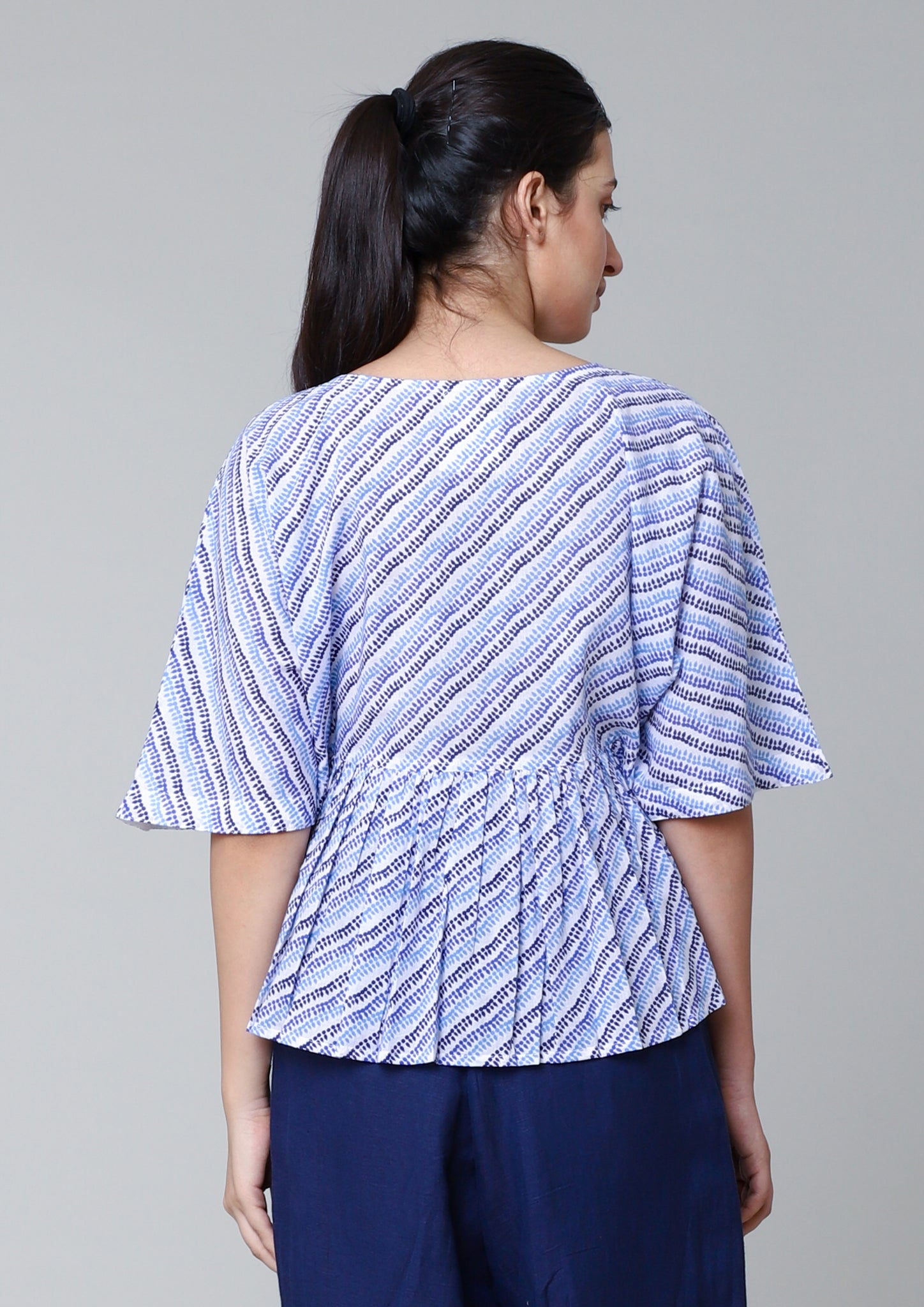 SEAMLESS SLEEVED,GATHERED TOP
