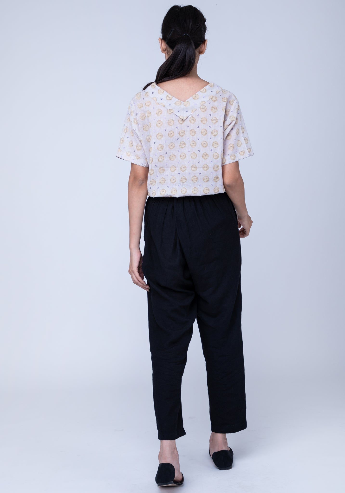 Naviyata Bottom Knotted Crop Shirt