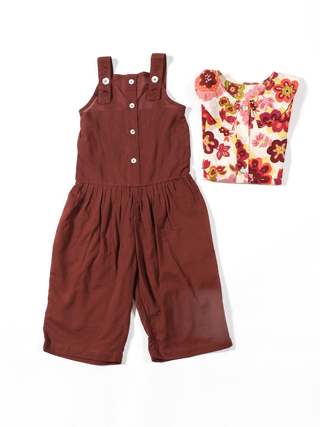 A SET OF SHIRT WITH PETER PAN COLLAR AND A SLEEVELESS JUMPSUIT
