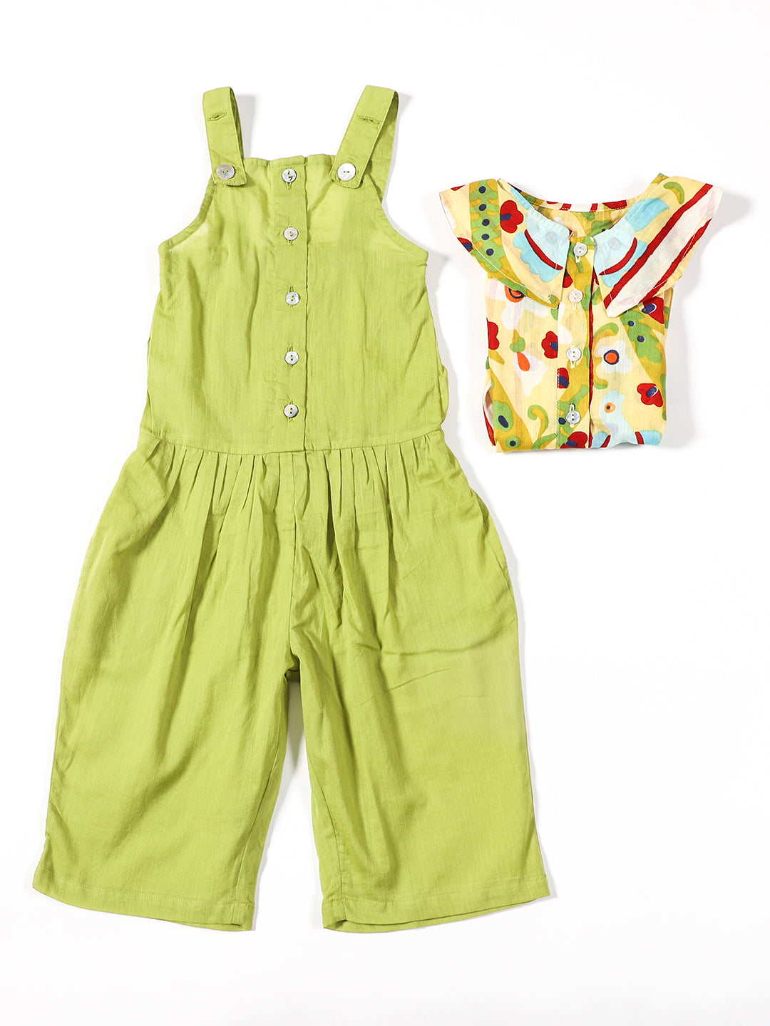 A SET OF SHIRT WITH PETERPAN COLLAR AND A SLEEVELESS JUMPSUIT