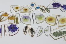 Load image into Gallery viewer, Pansy Large Botanical Earrings