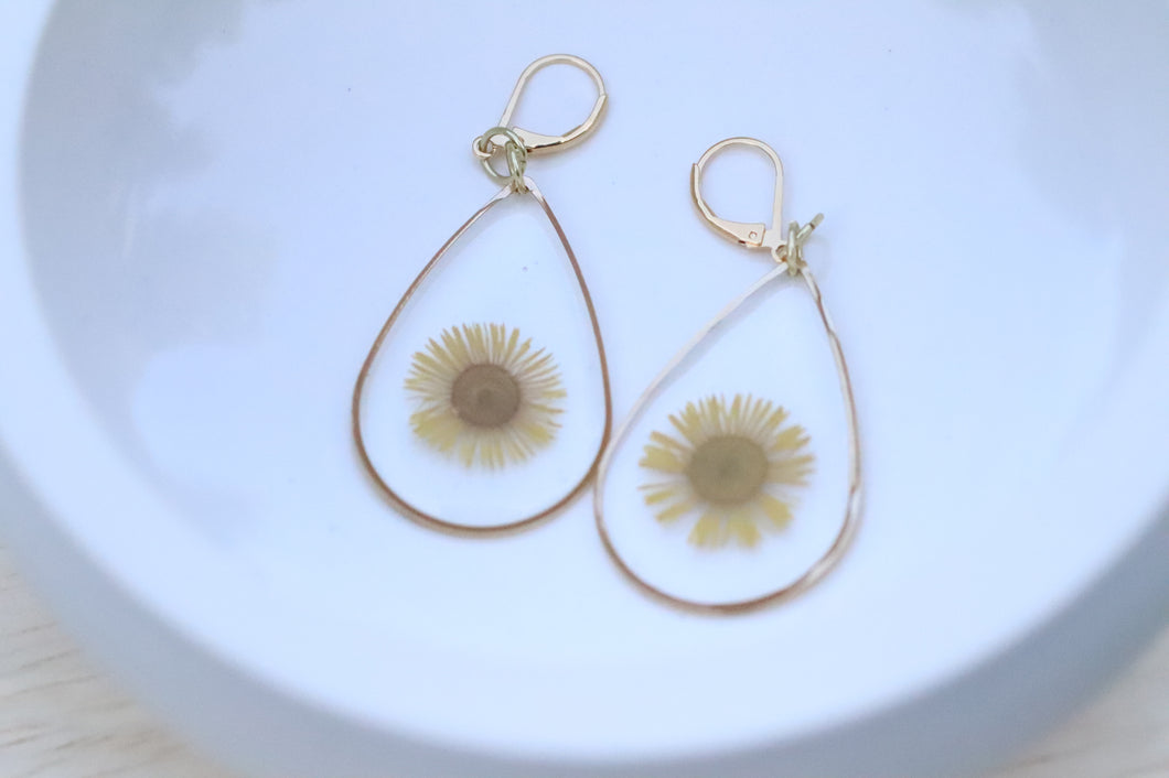 Daisy teardrop earrings