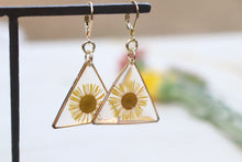 Load image into Gallery viewer, Daisy triangle earrings