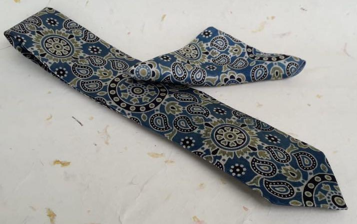 AJRAKH PRINT- SILK TIE WITH POCKET SQUARE - Necktie with pocket square gift set - indic inspirations