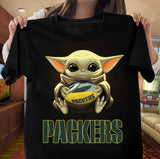 Baby Yoda Hug Green Bay Packer T-Shirt - Teetaho