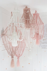 DREAMY CHANDELIER IN LIGHT PINK – STANDARD