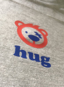Women's hug T-shirt
