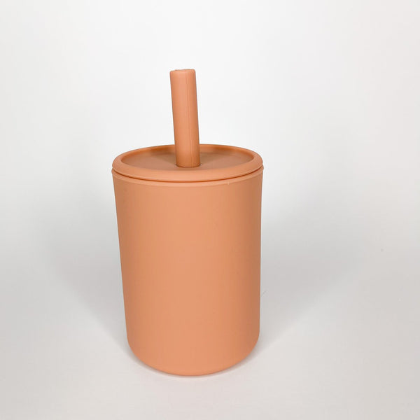 Clay cup with lid and straw