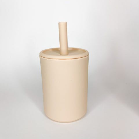 Nude cup with lid and straw