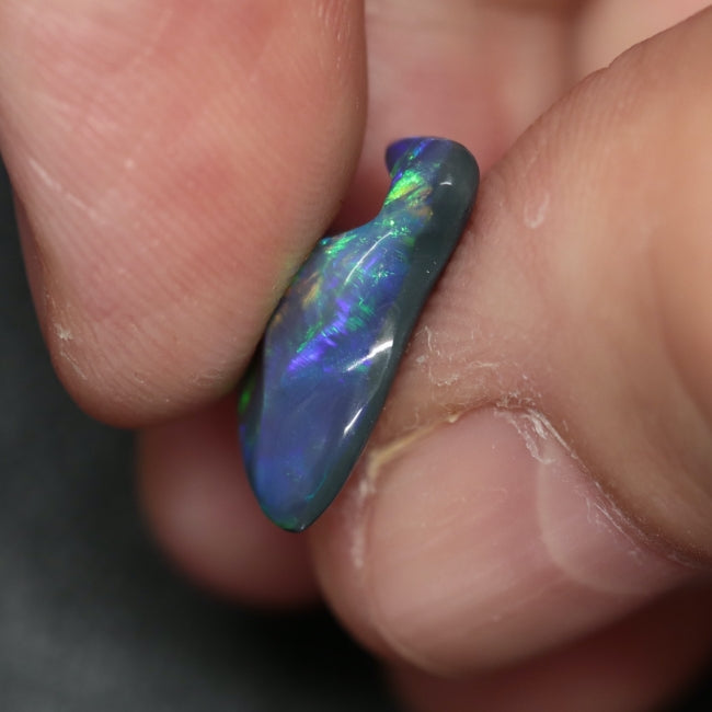 3.85 cts Australian Black Solid Opal Carving, Lightning Ridge CMR
