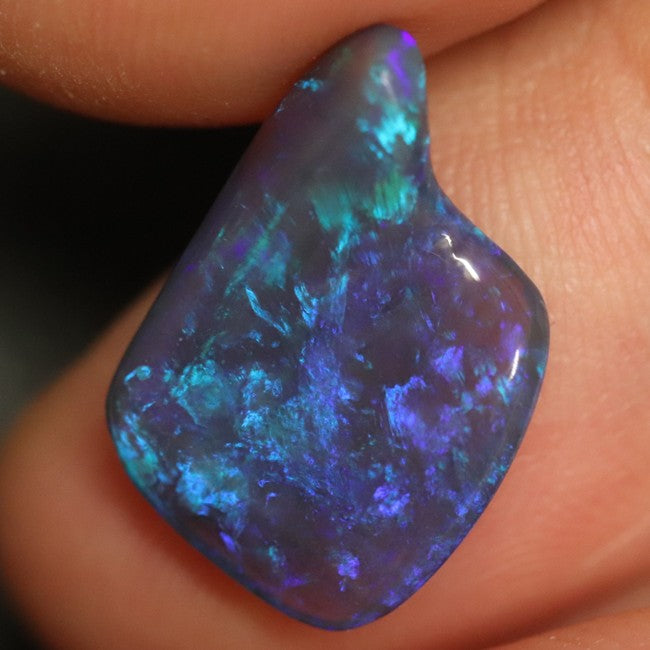 4.45 cts Australian Black Opal, Lightning Ridge, Solid Carving, Loose Stone